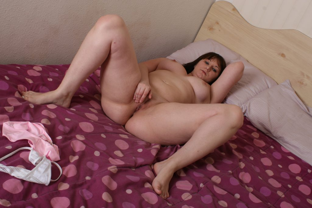 Walsall slut playing with her sweet smeling cunt